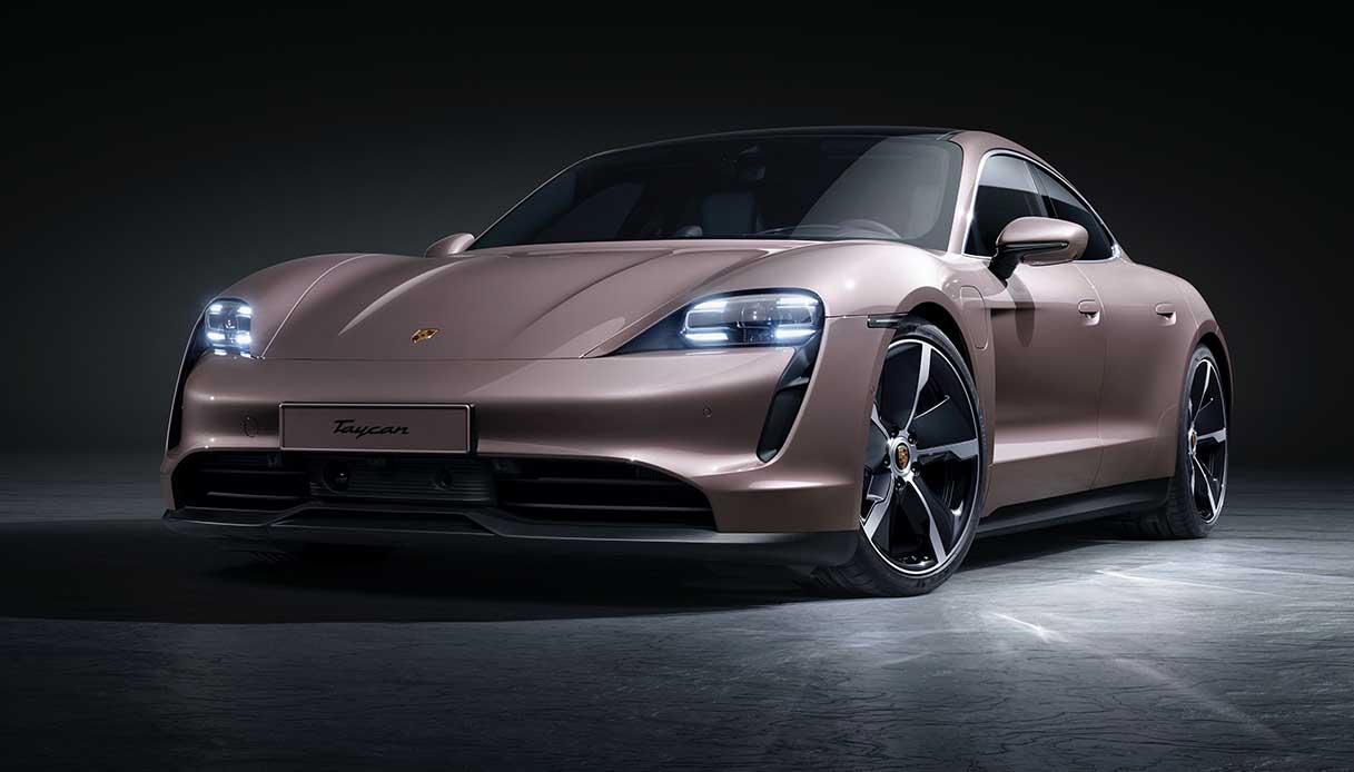 Porsche Taycan, maxi richiamo per l'elettrica