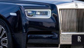 Cristiano Ronaldo in posa con la nuova Rolls Royce Ghost