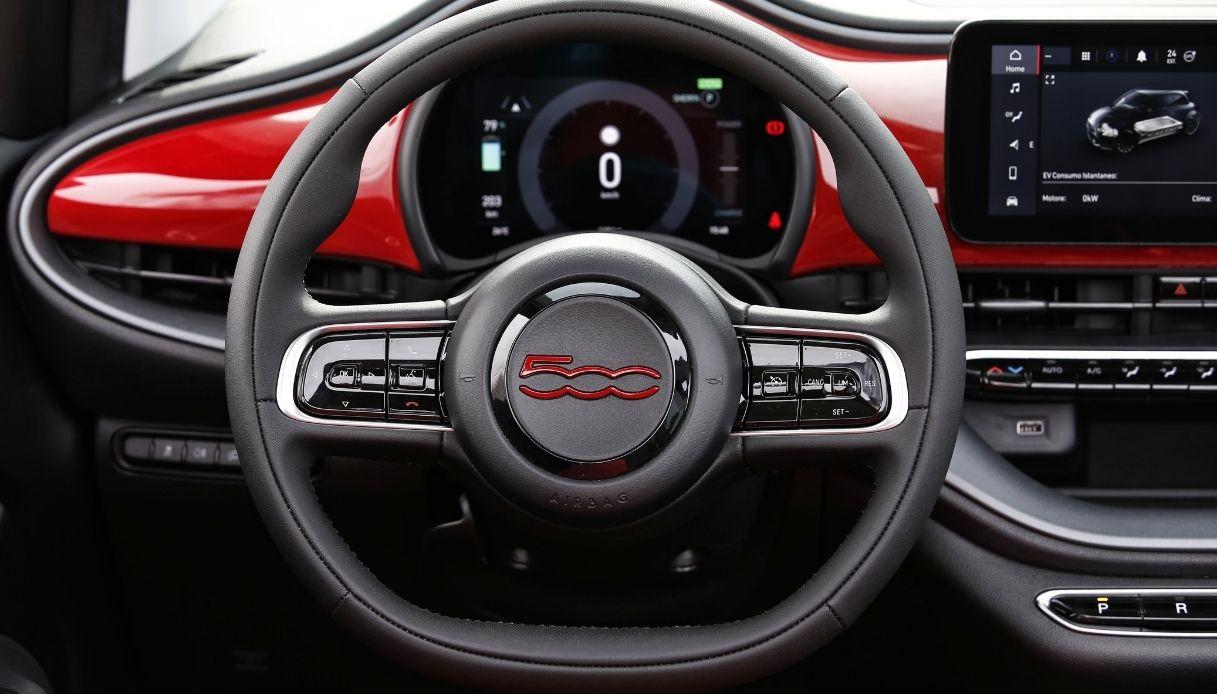 Gli interni della nuova Fiat 500(RED)