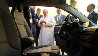 In regalo al Papa una BMWi3, simbolo dell'innovazione