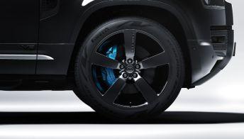 Land Rover svela il potente SUV che omaggia James Bond