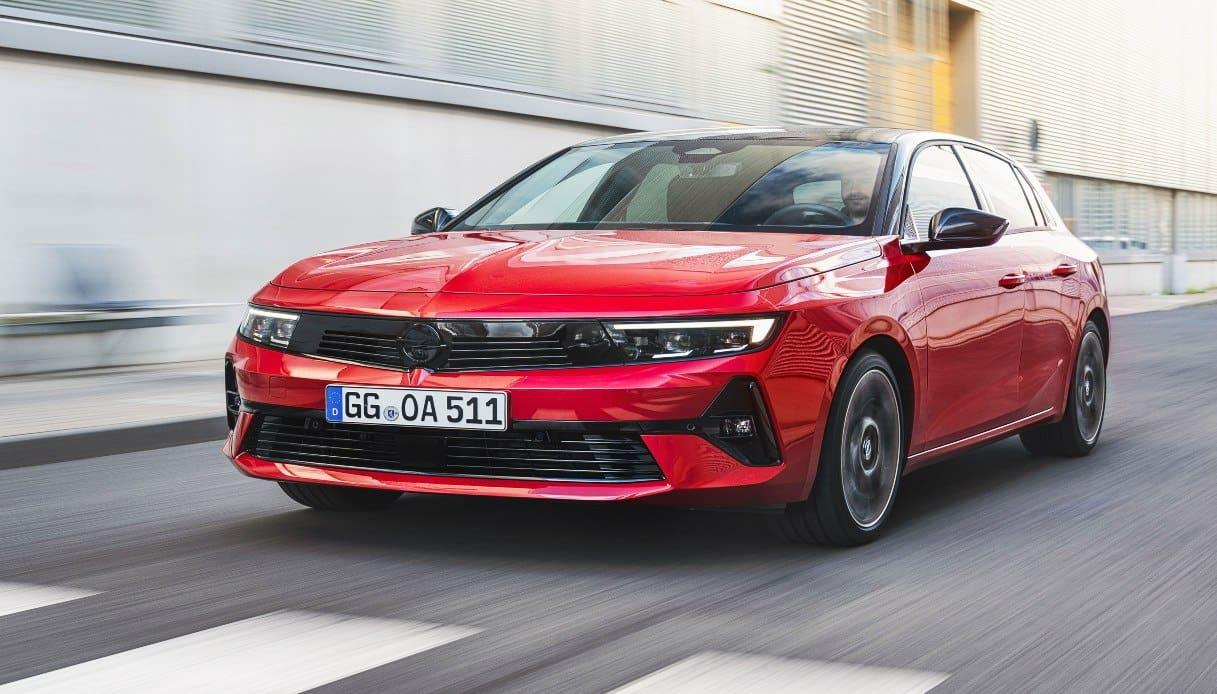 Opel Astra da oggi con motorizzazioni elettrificate