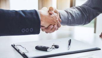 Passaggio di proprietà auto usata: costi e documenti utili