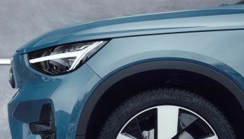 Volvo svela il prezzo del nuovo crossover elettrico da 480 CV