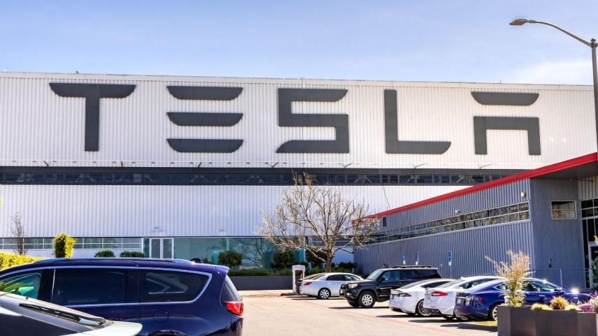 Tesla raggiunge un valore da record: quanto vale adesso